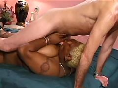 Horny as hell ebony babe gets cream