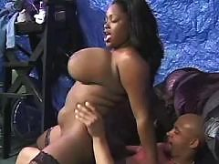 Big booty ghetto slut riding pecker