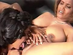 Ebony sticks her cunt on huge dick