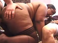 Perky black couple have fun in gym